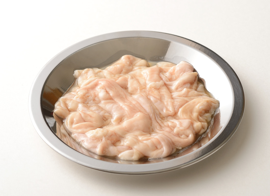 お皿にのった焼肉・ホルモン